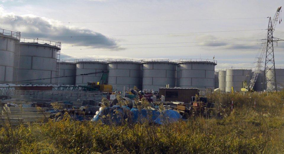 Cisterny, kde jsou už devět let uloženy statisíce tun radioaktivní vody zFukušimy (archivní snímek zprosince 2012). Foto:IAEA Imagebank, Flickr CC BY-SA 2.0