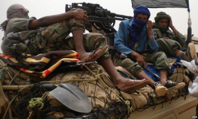 Islamističtí bojovníci vMali. Foto:Anne Looková, VOA, public domain