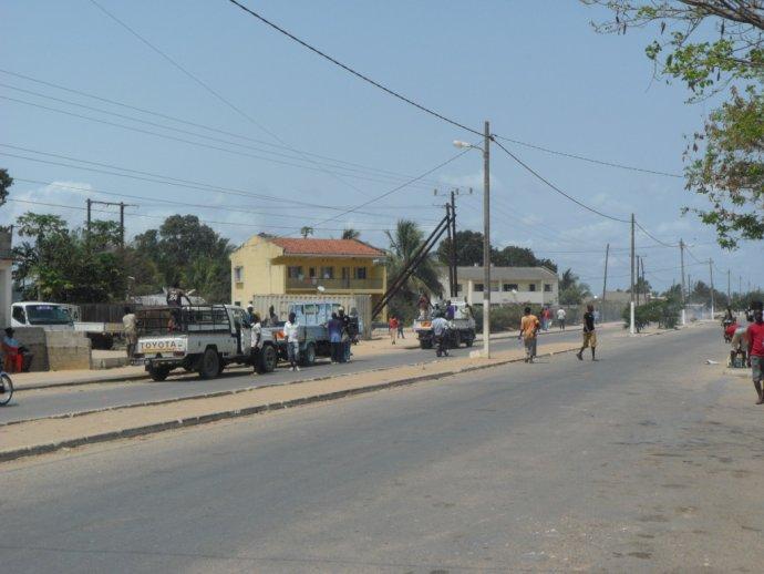 Ulice vMocímboa da Praia, přístavu na severu Mosambiku. Foto:A. Verdade, Wikimedia Commons, CC BY 2.0