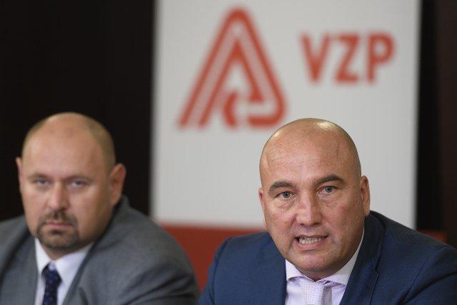 Šéf VZP Zdeněk Kabátek (vpravo) ajeho náměstek David Šmehlík. Foto:Ondřej Deml, ČTK
