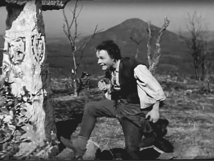 Pohádkový švec to měl vPůlnočním království ve srovnání snámi skutečně omoc horší (záběr zfilmu Pyšná princezna, 1952, režie Bořivoj Zeman).