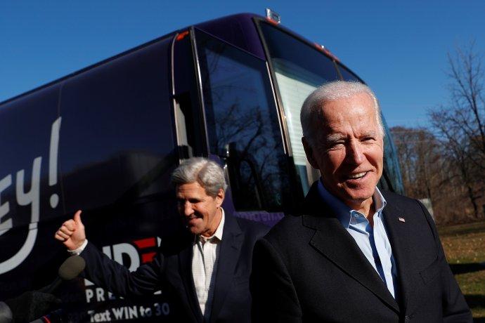 Joe Biden aJohn Kerry vedou kampaň za opatření proti klimatické změně, která prezident oznámil na mezinárodním summitu. Foto:Shannon Stapleton, Reuters
