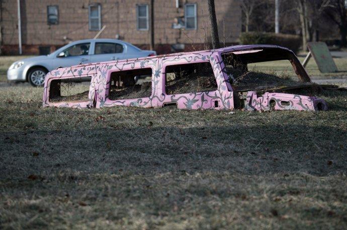 V roce 2019 jste mohli nalézt v kdysi průmyslovém Detroitu i následující umělecké reakce na automobilovou minulost města. Foto: Boris Roessler, ČTK/DPA.