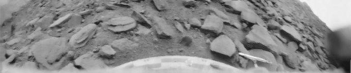 Vůbec první fotografie z povrchu jiné planety vypadá velmi skromně. Pořídila ji sovětská sonda Veněra 9 v říjnu 1975. Po přistání vydržela fungovat 54 minut. Foto: public domain