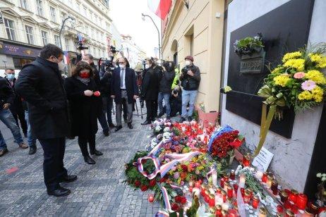Jan Hamáček aJana Maláčová 17.listopadu vPraze. Foto:Ludvík Hradilek, DeníkN
