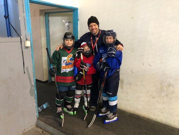 Michal Broš se na svých kempech zaměřuje na individuální schopnosti malých hokejistů. Foto: archiv Michala Broše