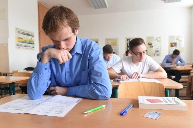 Přijímací zkoušky trvaly čtyři dny– dva pro čtyřleté obory, dva pro víceletá gymnázia. Foto:ČTK