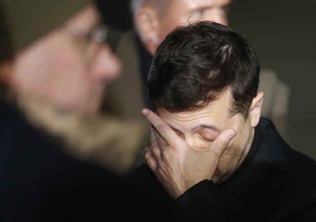 Ukrajinský prezident Volodymyr Zelenskyj se ocitl mezi několika mlýnskými kameny. Foto:ČTK/AP