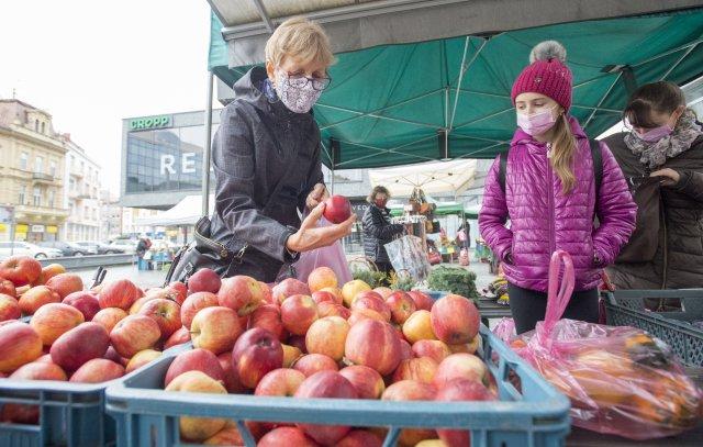 Farmářské trhy ano, ale jen sčeskými potravinami, rozhodla vláda. Foto:ČTK