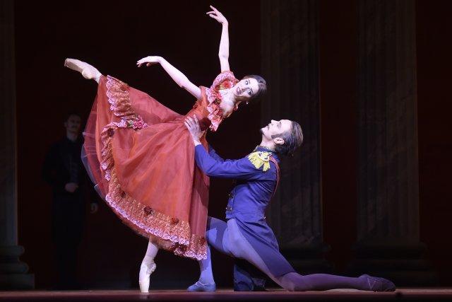 Cenu Thálie za mimořádný výkon v oboru balet, tanec a pohybové divadlo dostala Alina Nanu za roli Taťány v inscenaci Oněgin Národního divadla Praha. Na snímku z 19. února 2020 je Nanu v oceněné roli spolu s Markem Svobodníkem jako Greminem