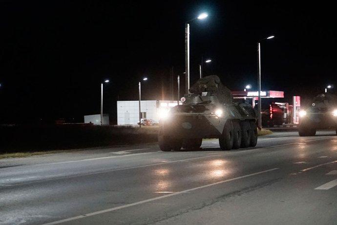 Ruské obrněné transportéry jako součást nově nasazených mírových sil vKarabachu aArménii. Foto:ruské ministerstvo obrany, mil.ru