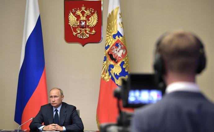 Prezident Vladimir Putin přihlíží likvidaci údajně poslední ruské chemické zbraně. Foto:kremlin.ru