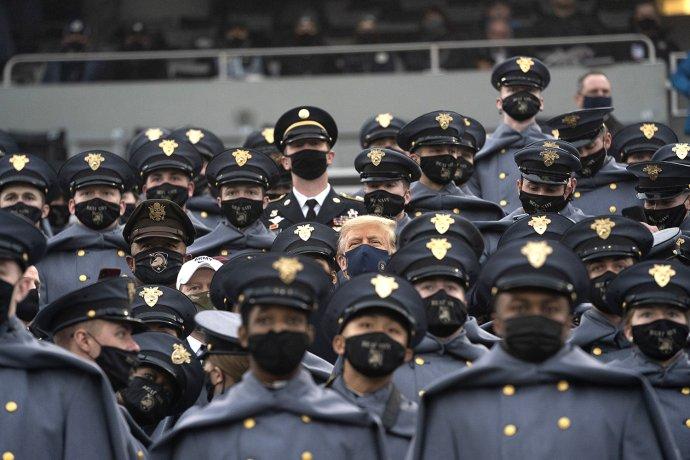 Donald Trump na armádním turnaji amerického fotbalu na stadionu Michie ve West Pointu. Foto: Shealah Craigheadová, Bílý dům