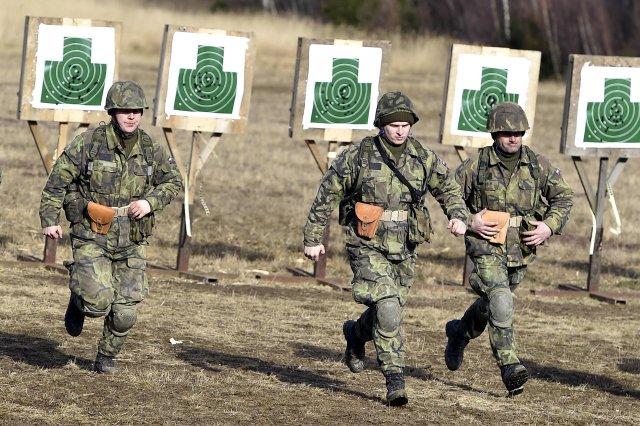 Výcvik nováčků české armády ve vojenském prostoru v Březině u Vyškova (snímek je z roku 2016). Foto: ČTK