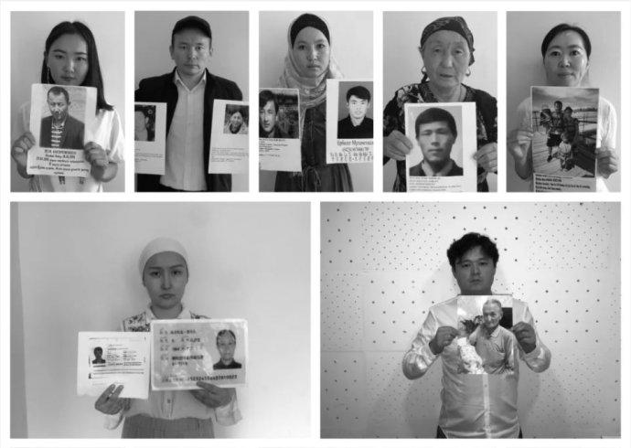 Etničtí Kazaši ze Sin-ťiangu drží portréty svých uvězněných nejbližších. Foto: Art of Life in Chinese Central Asia, Shahit.biz