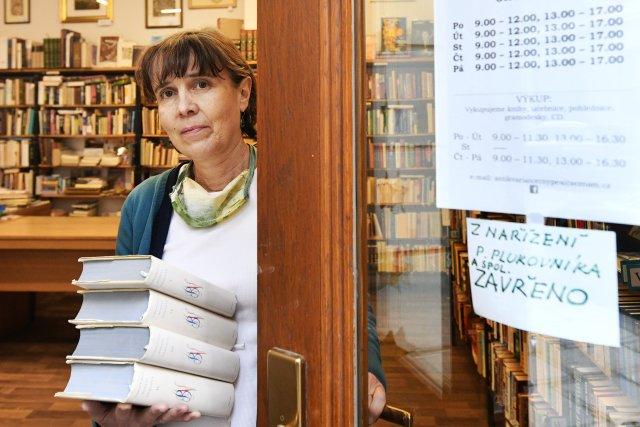 Knihkupectví a antikvariáty musely během první epidemické vlny zavřít. Nyní mohou mít zatím otevřeno. Foto: Miroslav Chaloupka, ČTK