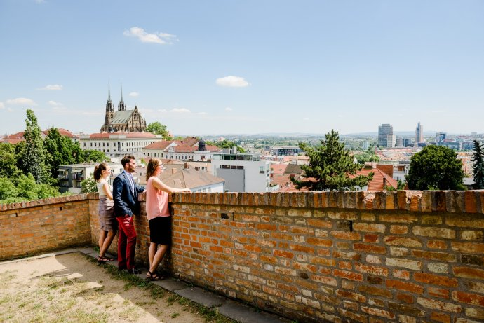 Členové vedení společnosti Foreigners v centru Brna. Foto: Foreigners.cz