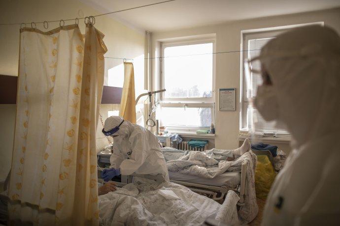 Nemocnice v Karviné se potýká s náporem kvůli vysokému počtu pacientů s covidem. Foto: Gabriel Kuchta, Deník N