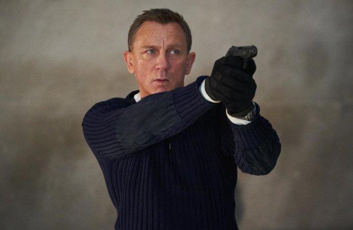 James Bond měl kinům pomoc naplnit kasy. Producenti ale premiéru posunuli na říjen. Foto: Universal Studios