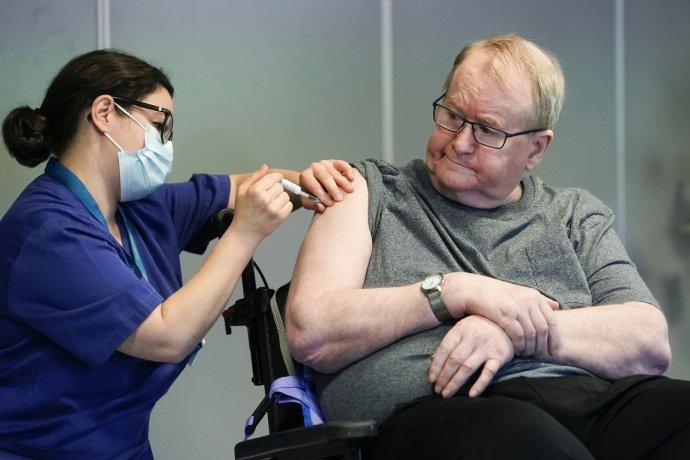 Svein Andersen, první Nor, který byl– 27.prosince 2020– očkován vakcínou proti koronaviru. Ilustrační foto:ČTK / NTB / AP