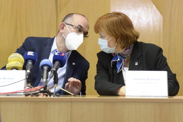 Ministr zdravotnictví Jan Blatný s hlavní hygieničkou Jarmilou Rážovou. Foto: ČTK