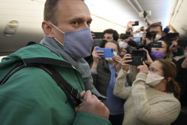Ruský opoziční politik Alexej Navalnyj vBerlíně nastupuje do letadla, které směřuje do Moskvy. Foto:ČTK/AP