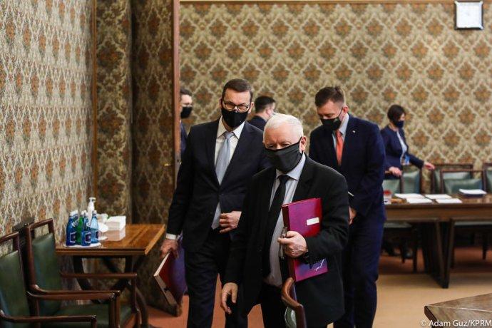 Polský vicepremiér Kaczyński ajeho stranický podřízený avládní nadřízený premiér Morawiecki. Foto:úřad premiéra, facebook.com/kancelaria.premiera
