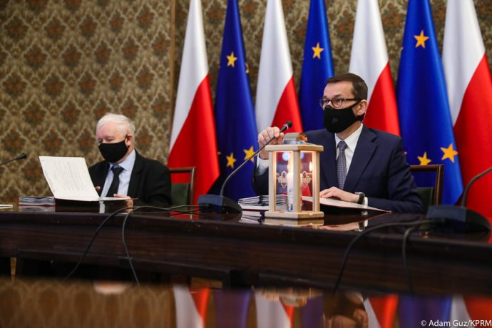 Polský vicepremiér Kaczyński ajeho stranický podřízený avládní nadřízený, premiér Morawiecki. Foto:úřad premiéra, facebook.com/kancelaria.premiera