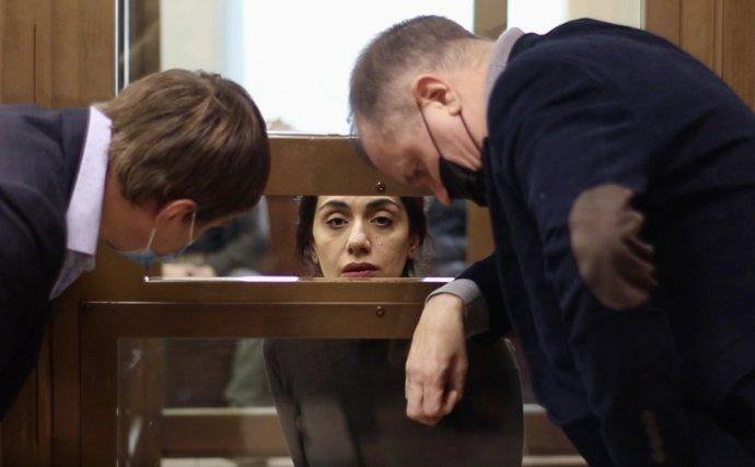 Jedna z nejlépe placených a nejvýše postavených manažerek v Rusku Karina Curkanová byla minulý měsíc odsouzena k 15 letům v trestanecké kolonii. Teď ji může zachránit jen prezident Putin. Foto: Moskevský městský soud
