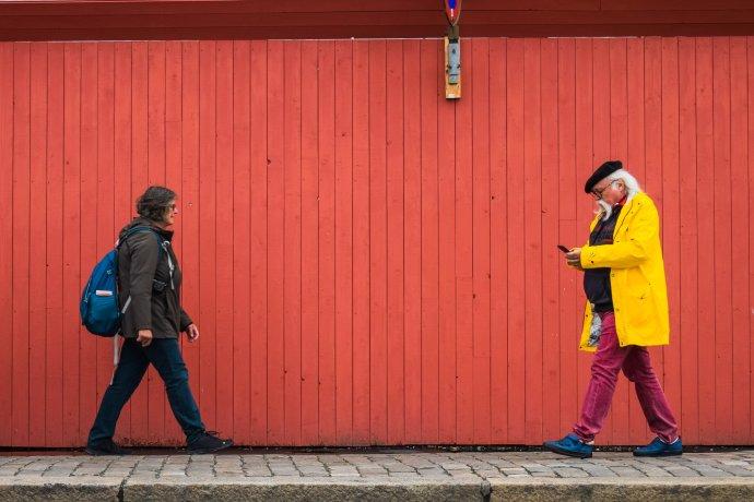 Norsko patří kzemím snejvětším podílem seniorů anejvyšším věkem dožití. Photo by Darya Tryfanava on Unsplash