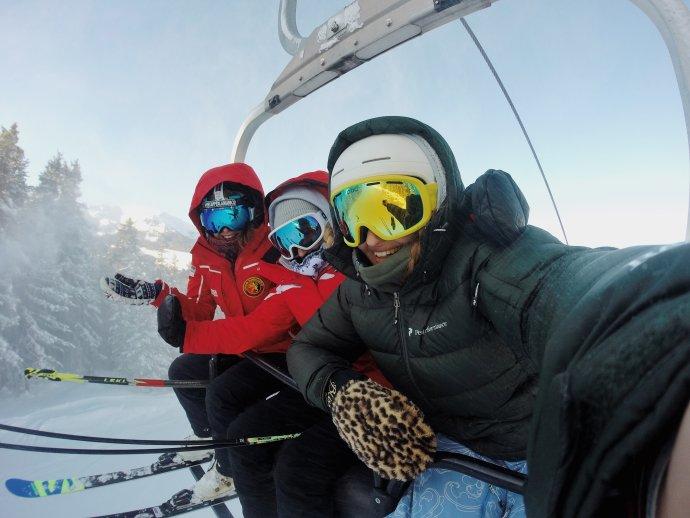 Lyžování chtiví Češi objevili novou cestu, jak obejít zákaz: lyžařské zájezdy do Bulharska. Foto:Emma Paillex, Unsplash
