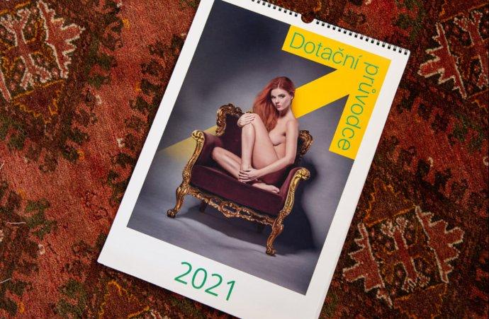 Firma Artendr, která se zabývá administrováním dotací pro obce a jejímž majitelem je starosta Cerhenic Marek Semerád, rozesílá obcím svůj reklamní kalendář s nahými dívkami. Foto: FB Štěpána Hona