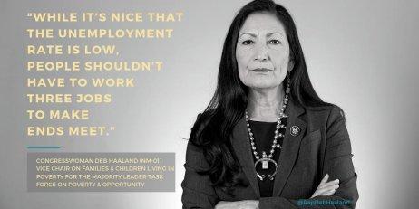 Zvolení Deb Haalandové by mělo historický význam. Byla by první ministryní vnitra, která pochází zkmene původních obyvatel Ameriky. Foto:Wikimedia Commons