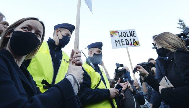 Svoboda médií je vPolsku téma, kvůli němuž se za vlády PiS opakovaně demonstruje. Ilustrační foto:ČTK/AP