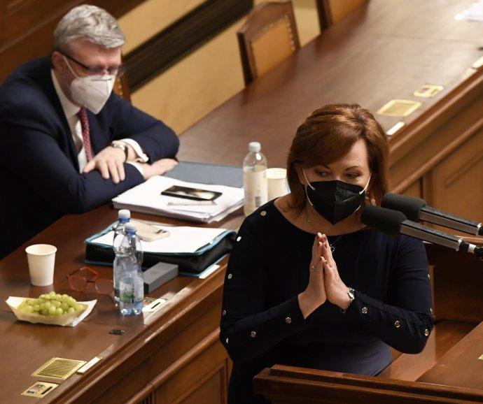 Ministryně financí Alena Schillerová během jednání Sněmovny oprodloužení nouzového stavu. Foto:ČTK
