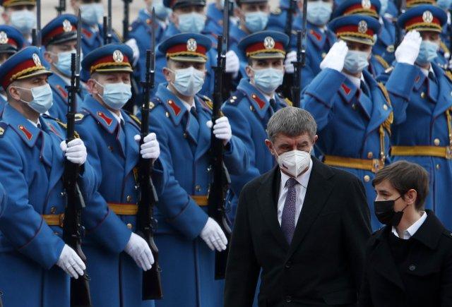 Premiér Andrej Babiš se srbskou premiérkou Anou Brnabičovou na dnešní návštěvě vBělehradu. Foto:Darko Vojinovič, AP/ČTK