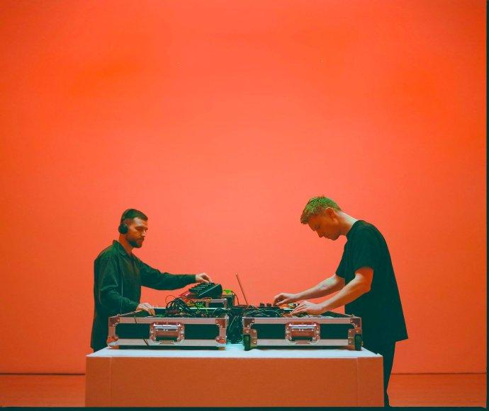 Bicep plánují veřejný koncert na začátek září, zatím streamovali hudbu ze Saatchi galerie. Foto: FB Bicep