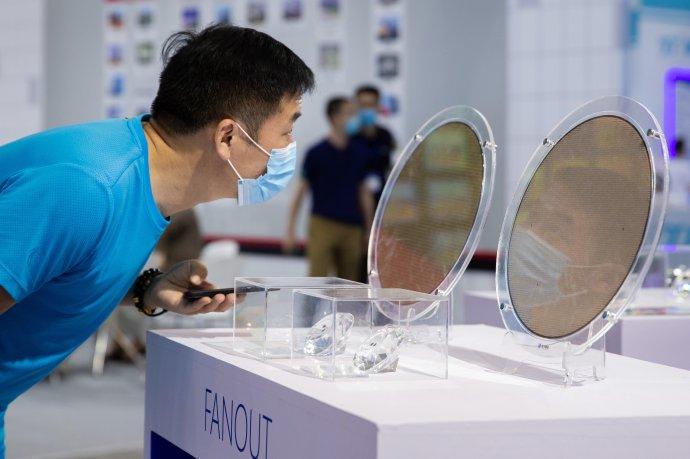 Mezinárodní konference o polovodičových materiálech v čínském Nankingu, srpen 2020. Foto: Oriental Image via Reuters