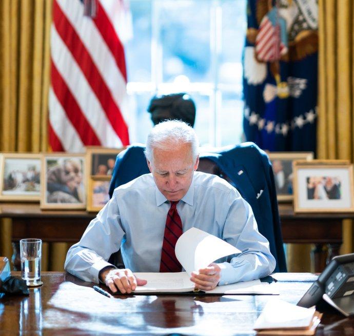 Vždy když do Bílého domu nastoupí nový prezident, změní zařízení Oválné pracovny. Foto: The White House, Adam Schultz