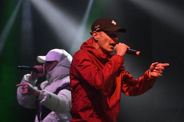 Rapové trio 58G vystoupilo během online přenosu slavnostního vyhlášení hudebních cen 10.ročníku festivalu Vinyla vpražském Lucerna Music Baru. Foto:ČTK / Kamaryt Michal