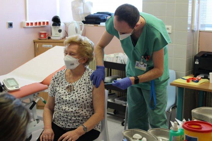 Očkování ve FN Brno. Zdroj: Fakultní nemocnice Brno