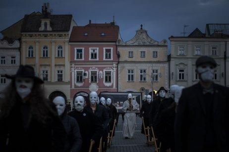 Velikonoční hrkání v Českých Budějovicích. Foto: Gabriel Kuchta, Deník N