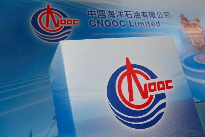 Čínská příbřežní ropná společnost CNOOC patří ke třem vládcům čínské energetiky. Po ropné katastrofě vroce 2011musela zaplatit obří odškodné. Foto:Bobby Yip, Reuters