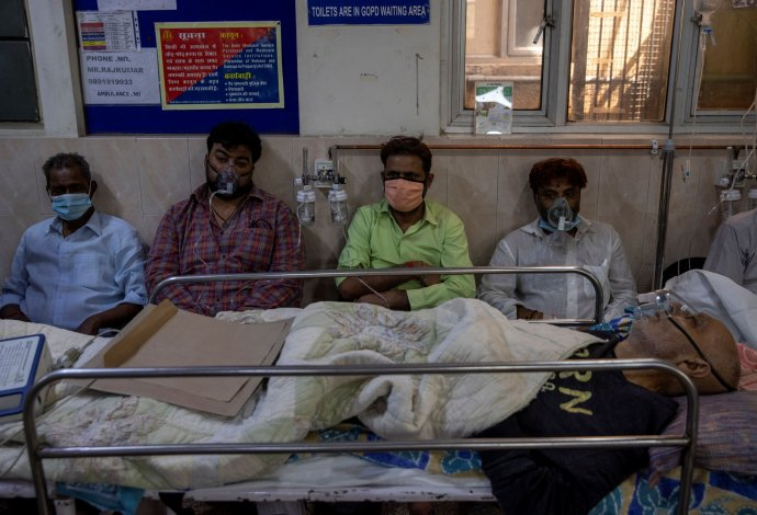Pacienti scovidem-19 vHoly Family hospital vNovém Dillí vIndii. Foto:Daniš Siddiki, Reuters