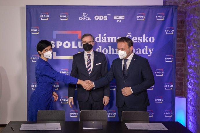 Lídři koalice Spolu (zleva) Markéta Pekarová Adamová (TOP 09), Petr Fiala (ODS) a Marian Jurečka (KDU-ČSL). Foto: Gabriel Kuchta, Deník N