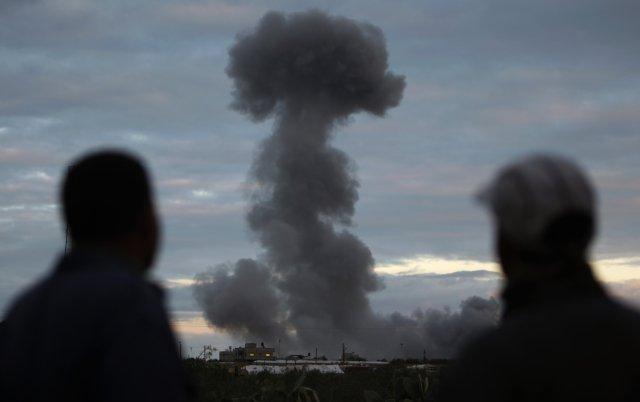 Terorismus? Vlednu 2009 podnikli Izraelci vpásmu Gazy nedaleko egyptských hranic vzdušný útok na mešitu, vníž měl podle nich palestinský Hamás skladiště zbraní, ana několik civilních objektů, vnichž podle nich bydleli jeho agenti. Foto:ČTK/AP