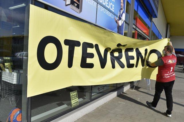 Prodejny obchodů Okay by se mohly brzy znovu otevřít. FOTO: ČTK