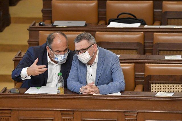 Poslanec Jan Birke (vlevo) aministr kultury Lubomír Zaorálek (oba ČSSD) na schůzi Poslanecké sněmovny 15.září 2020vPraze. Foto:ČTK, Vít Šimánek