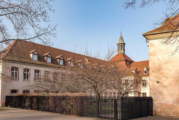 École Nationale d'Administration sídlí vbudově někdejšího vězení ze 14.století Commanderie Saint-Jean ve Štrasburku. Foto:Tilman2007, CC BY-SA 4.0