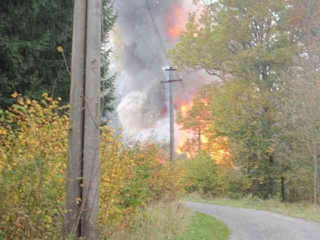 Výbuch ve Vrběticích na snímku zasahujících hasičů. Foto: Policie ČR